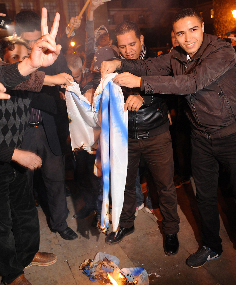 Israeli flag burning (Photo: EPA)