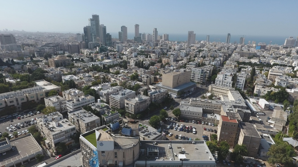 הנוף שייראה מהדירות בקומות הגבוהות של המגדלים העתידיים. במרכז התצלום: משטרת הג'קוזי ברחוב לינקולן. לחצו על התצלום להסבר (צילום: take Air רחפן)