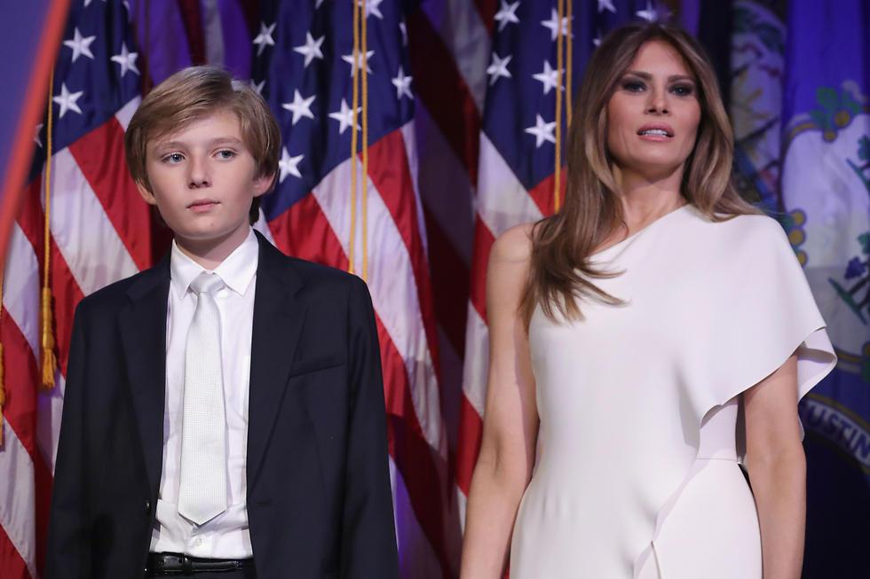 """עם הבן, בארון טראמפ. """"הפסד של מיליוני דולרים"""" (צילום: AFP)"""
