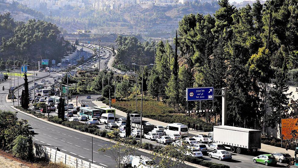 פקק בכניסה לירושלים   (צילום: שלומי כהן)