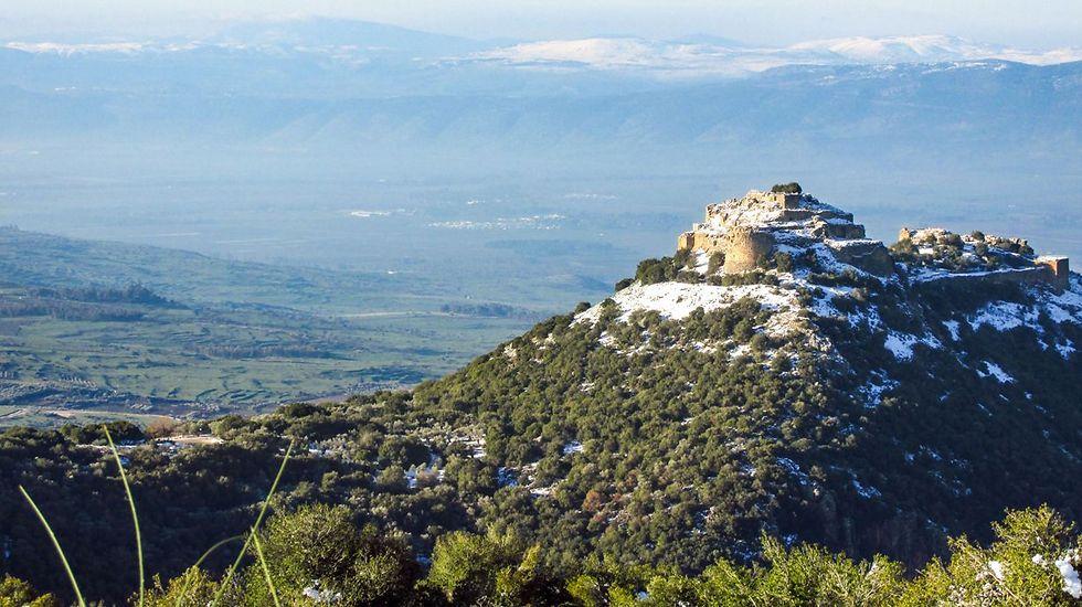 מבצר נמרוד עמק החולה והרי הגליל בבוקר מושלג. מקום חמישי (צילום: ניב דרוקמן) (צילום: ניב דרוקמן)