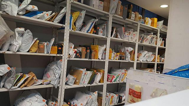 חבילות בדואר. אילוסטרציה (צילום: מירב קריסטל)