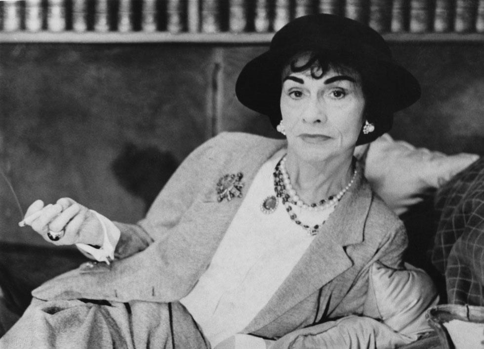 """סיפוריהם של כמה מהמעצבים פורצי הדרך והמשפיעים ביותר של המאה ה-20, ובהם גבריאל (קוקו) שאנל. """"מעצבי האופנה הגדולים בעולם"""" (צילום: Gettyimages)"""