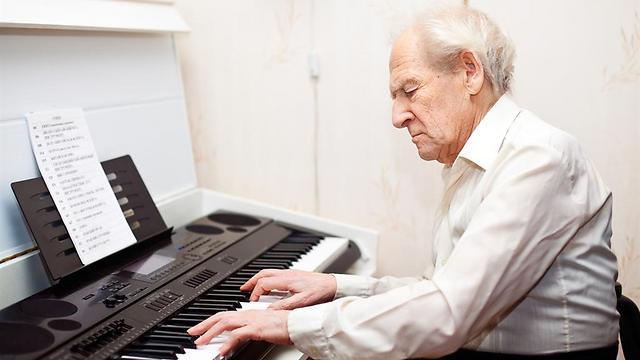 למוסיקה יש יכולות מייטיבות רבות (צילום: shutterstock) (צילום: shutterstock)