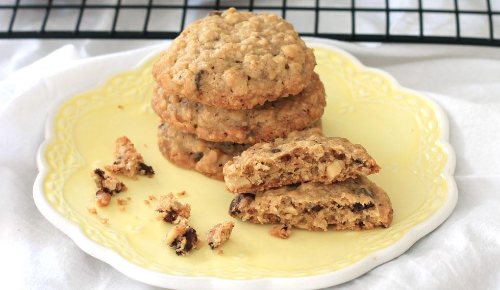 עוגיות שיבולת שועל עם אגוזי מלך ושוקולד מריר (צילום: אורלי חרמש)