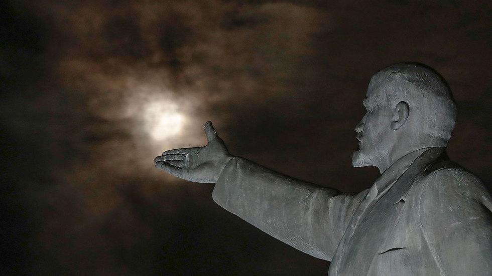 פסל לנין ברוסיה (צילום: AP)