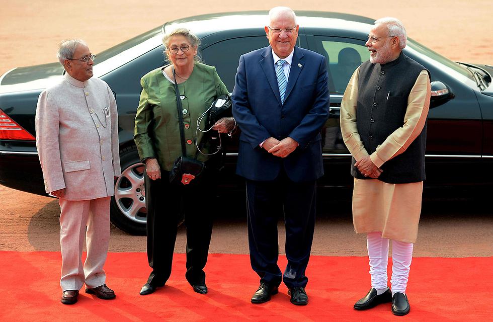 """ריבלין עם ראש הממשלה והנשיא ההודים: """"לא ייתנו יד לאיום על קיומה של ישראל"""" (צילום: EPA) (צילום: EPA)"""