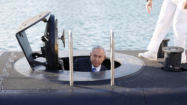 Netanyahu looking out of an IDF submarine (Photo: Reuters) (Photo: Reuters)