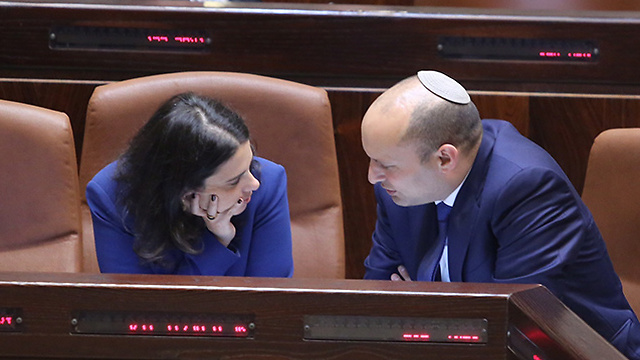 Ministers Shaked (L) and Bennett object to the law's application to PM Netanyahu (Photo: Gil Yohanan)