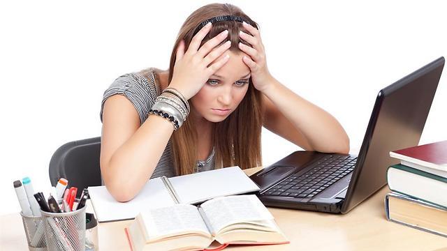 למה להתייאש לבד? עדיף ללמוד עם חברים (צילום: shutterstock)