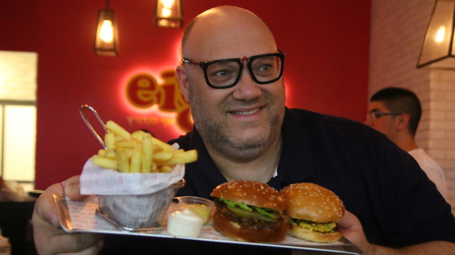"""השף מושיק רוט. מהמבורגר לשווארמה (צילום: יח""""צ)"""