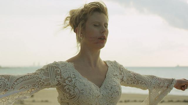"""אלינה לוי ב""""מיומנו של צלם חתונות"""" (צילום: שי גולדמן) ()"""