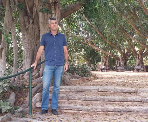 ליאור וולף בגן הזיכרון בכפר סבא: ''כל מאפייני התכנון של פעם'' (צילום: גיא נרדי)
