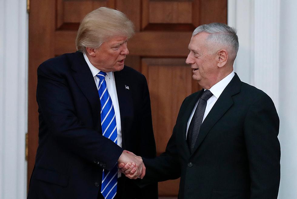 טראמפ בפגישתו עם גנרל מאטיס לפני שבועיים (צילום: AP) (צילום: AP)