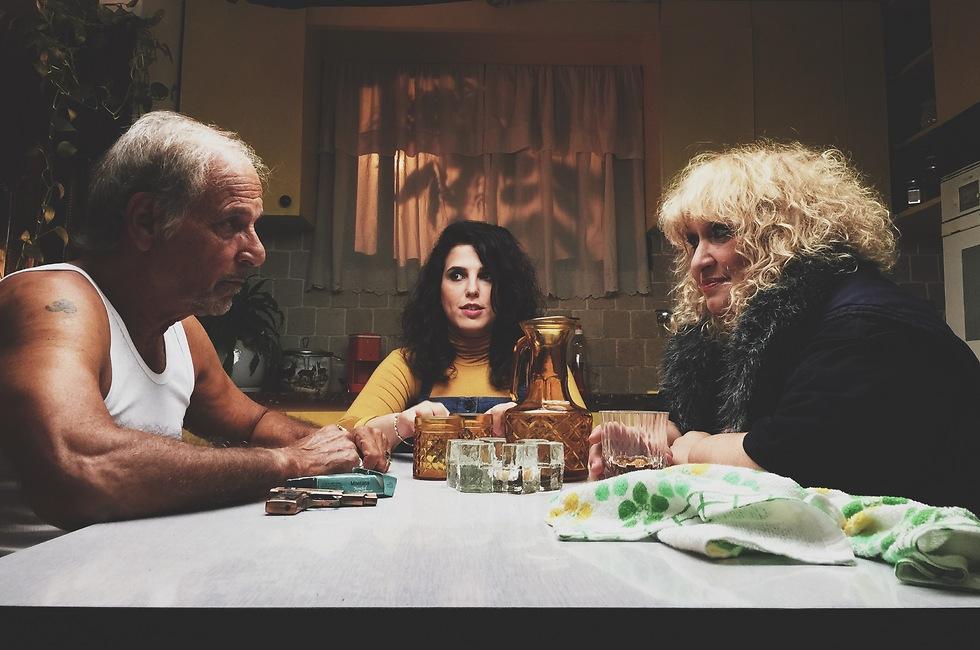 רוז, אבא אושיק ואמא ציפי (צילום: קובי פליישמן ועדו ברטל) (צילום: קובי פליישמן ועדו ברטל)