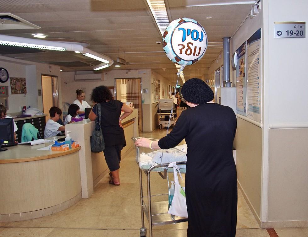 ניתוח קיסרי תשיעי. מחלקת היולדות בשיבא ( ) ( )