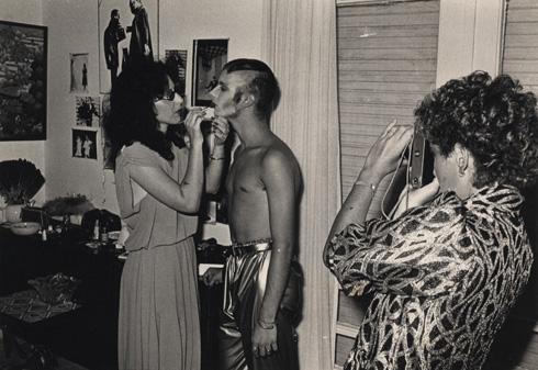"""""""אני לא זוכרת איך הוא הגיע לסטודיו שלי, אבל הוא ביקר שם המון, כי היה שם אוכל חם ומקלחת. היו לילות שבועז לא היה יודע היכן הוא יסיים את הלילה"""". פרנקפורט ותורג'מן (צילום: בועז לדורין פרנקפורט)"""
