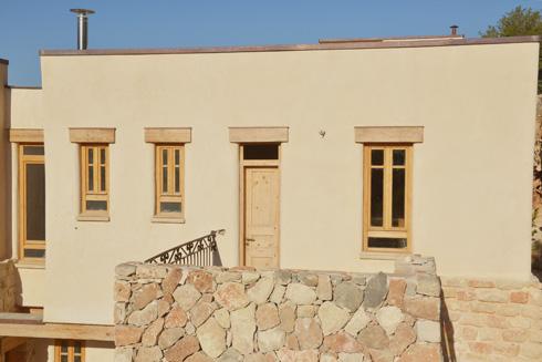 אחת המרפסות (צילום: יואב איתיאל)