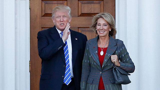 Бетси Девос и Дональд Трамп. Фото: АР