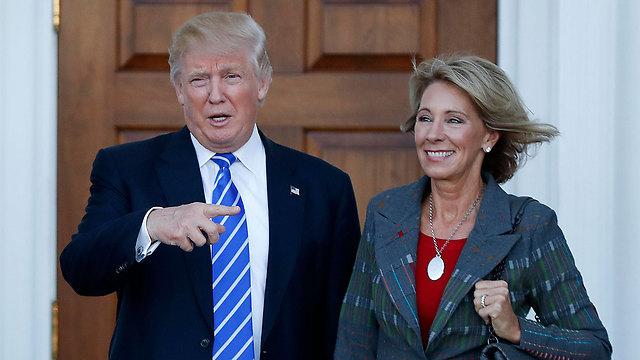 טראמפ ושרת החינוך הבאה שלו דבוס (צילום: AP) (צילום: AP)