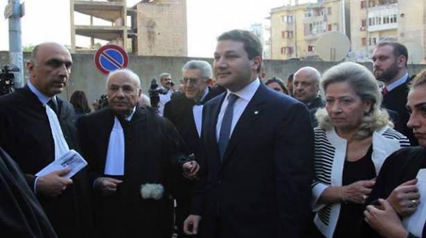 אלמנתו ובנו של אל-ג'ומייל, ארכיון
