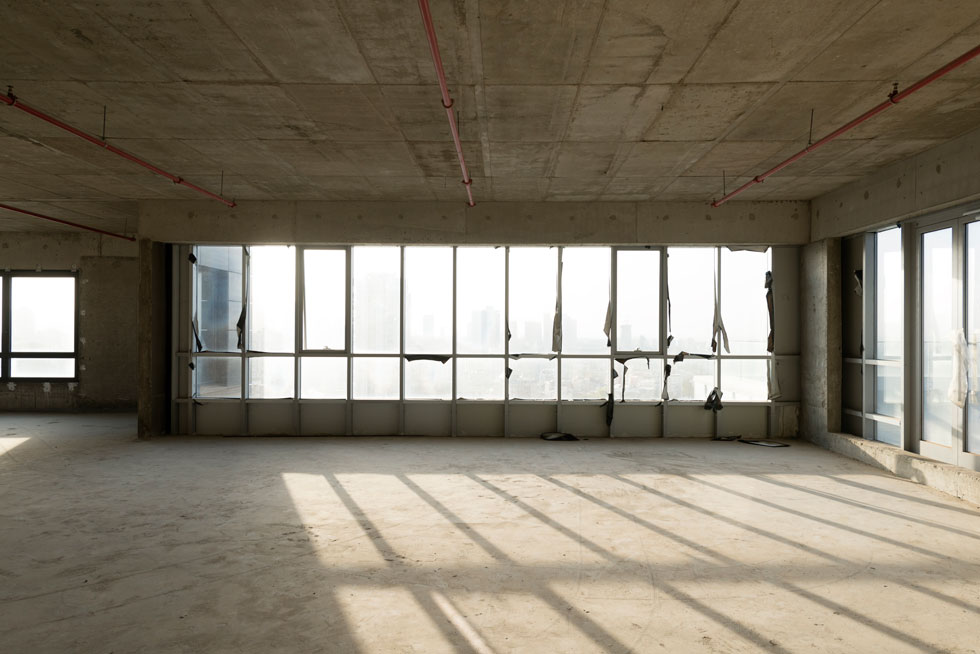 קומה במגדל, שעומד להתאכלס בקרוב. כל לקוח מקבל שטח ברמת מעטפת, ודואג בעצמו לעיצוב הפנים (צילום: גדעון לוין )