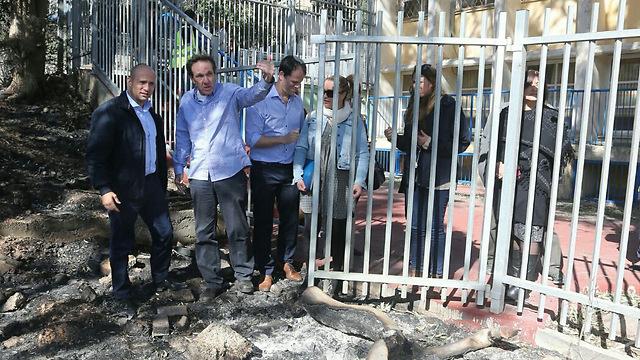 Naftali Bennett visits Haifa during fires (Photo: Gil Nechushtan)