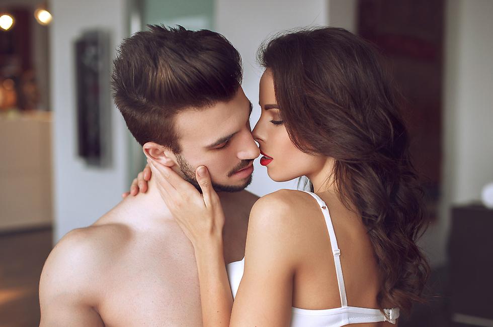 הצעיר סיפר שבת הזוג הקבועה לא הייתה נוכחת בעוד האישה שאיתה בגד תמיד הייתה זמינה לו לשיחה (צילום: Shutterstock)