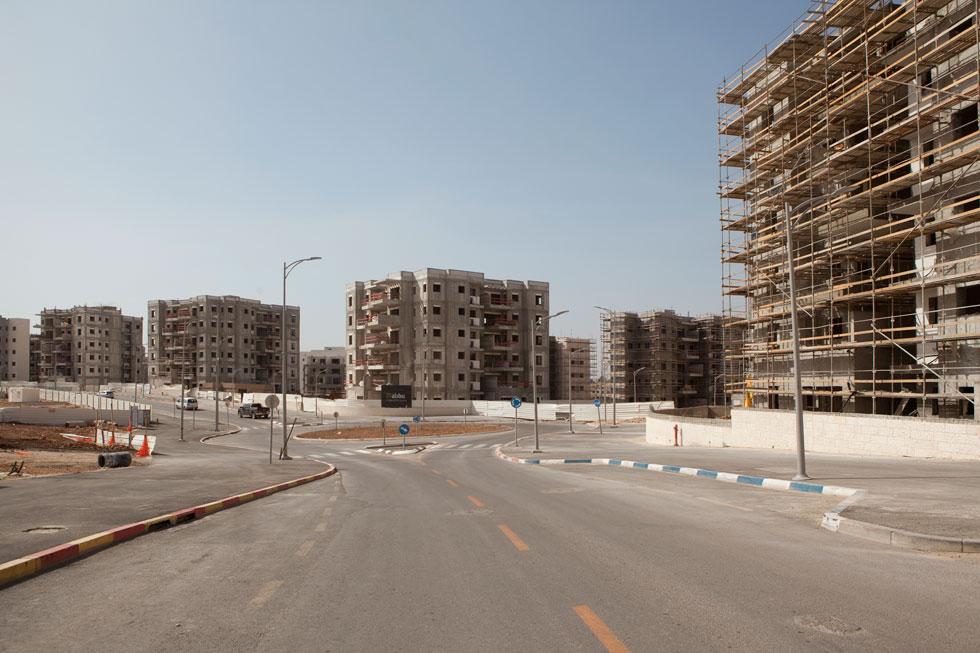 זאת לא עיר, והיא גם לא תהיה. אין שום היררכיה בין רחובות ובניינים. הכל זהה ומונוטוני (צילום: עמרי טלמור)