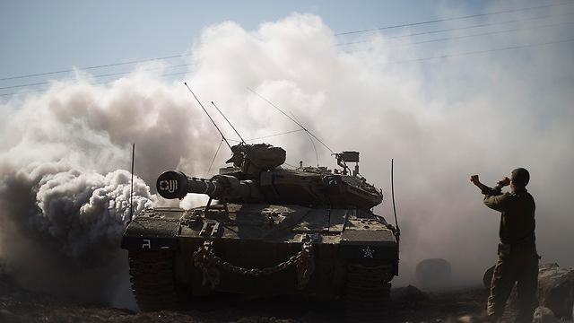 IDF tanks on the Golan Heights (Photo: AP)