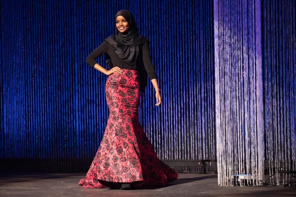 """""""שכבה נוספת של בגדים לא מגדירה את היופי שלך, כי יופי הוא דבר פנימי"""". חלימה עדן בתחרות מיס מינסוטה (צילום: AP)"""