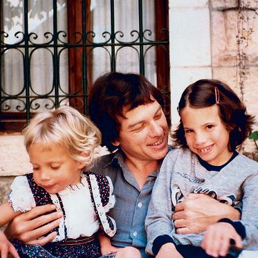 עם הבנות  דניאלה ואביגיל ב־1984