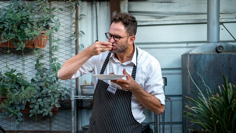 השף ירון קסטנבוים מנשנש (צילום: ירון ברנר)