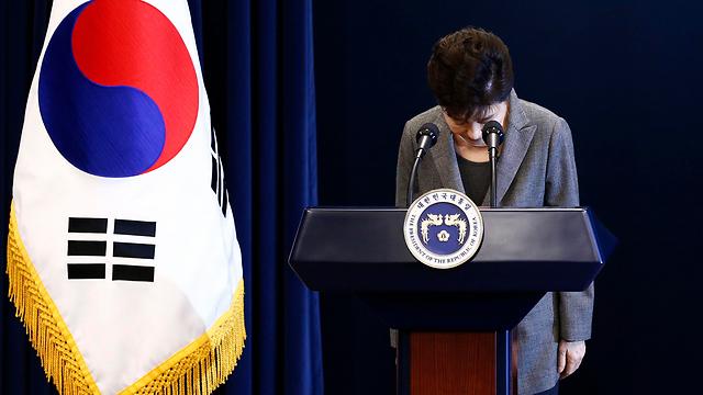 לא מתכוונת להתפטר בעצמה. נשיאת דרום קוריאה פארק ג'ן-הייאה (צילום: EPA)