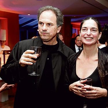 עם אשתו, איריס נשר