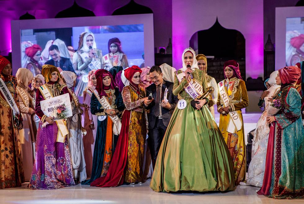 תחרות יופי, סדנאות רוחניות הכוללות שינון פרקים מהקוראן וקורסים כיצד להפוך לרעיה ואם טובה על פי כללי האסלאם. World Muslamia  (צילום: Gettyimages)