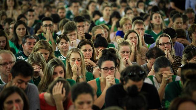 תפילה המונית (צילום: EPA) (צילום: EPA)