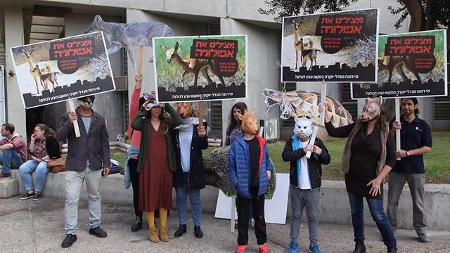הפגנת התושבים, היום מחוץ לאולם בית המשפט (צילום: מוטי קמחי) (צילום: מוטי קמחי)