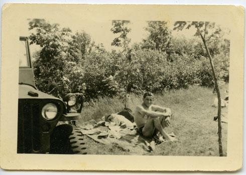 מי הגבר שבתמונה? (צלם לא ידוע, 1947 רפרודוקציה: שאול שורץ)