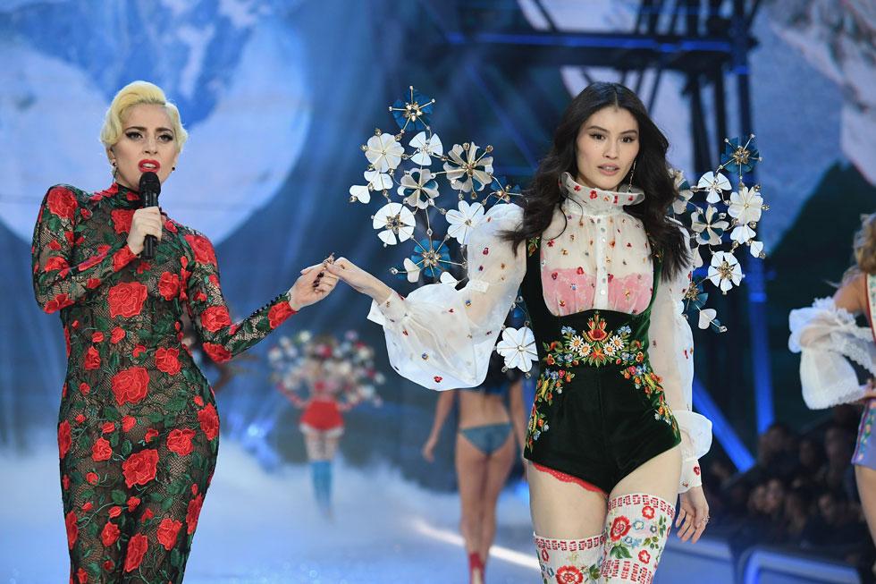 הלבשה תחתונה ומוזיקה. ליידי גאגא וסוי הי (צילום: Gettyimages)