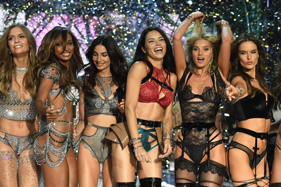 אי אפשר בלעדיהן. אדריאנה לימה ואלסנדרה אמברוסיו עם לילי אלדרידג', אלזה הוסק, ג'סמין טוקס וג'וזפין סקרייבר (צילום: Gettyimages)