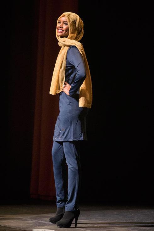 """""""רק בגלל שאף פעם לא ראיתי אישה לבושה בורקיני בתחרות יופי, לא אומר שאני לא צריכה להיות הראשונה שתעשה את זה"""". עדן (צילום: AP)"""