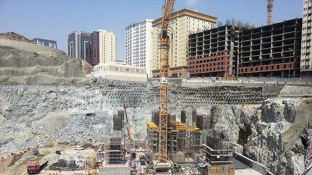 כאן יקום המלון החדש ()