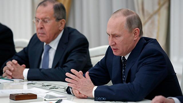 """""""רוסיה נותרה מחויבת להסכם"""". לברוב ופוטין (צילום: AP) (צילום: AP)"""
