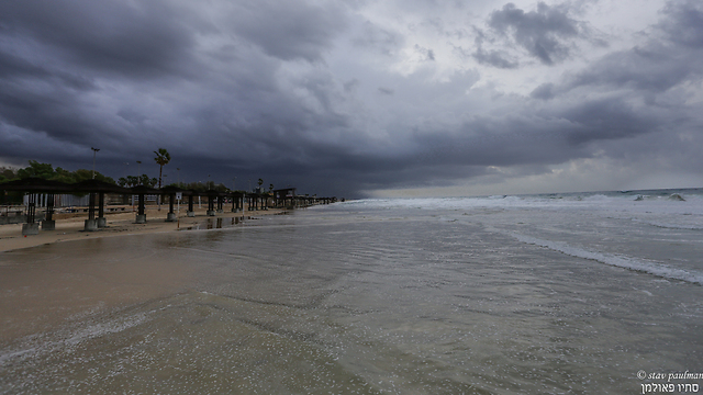 ענני סערה כיסו את חיפה (צילום: סתיו פאולמן) (צילום: סתיו פאולמן)