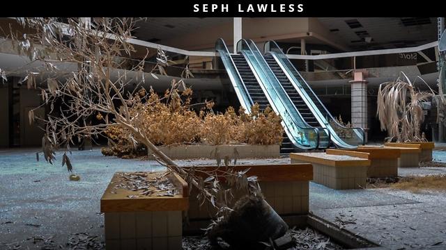 אפוקליפסת הקמעונאות: קניונים נטושים, רשתות קורסות, אבל ענקי אונליין פותחים חנויות פיזיות כי הקמעונאות לא מתה. היא קמה לתחייה כיצור כלאיים בין אינטרנט לחנות (צילום מסך מהאתר של הצלם סף לולס: http://sephlawless.com/) (צילום מסך מהאתר של הצלם סף לולס: http://sephlawless.com/)