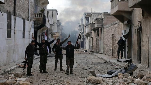 הצבא הסורי מחזיק ב-40% מהשכונות המזרחיות של חלב (צילום: AP)