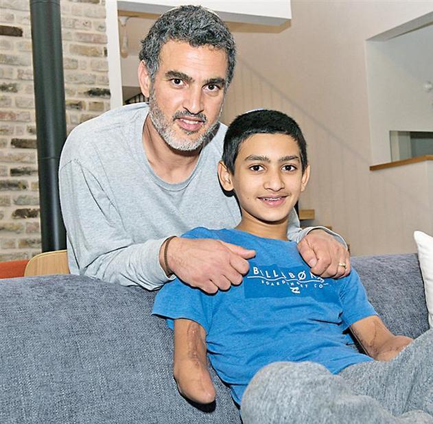 אסף יסעור עם אביו ליאור (צילום: אפי שריר)