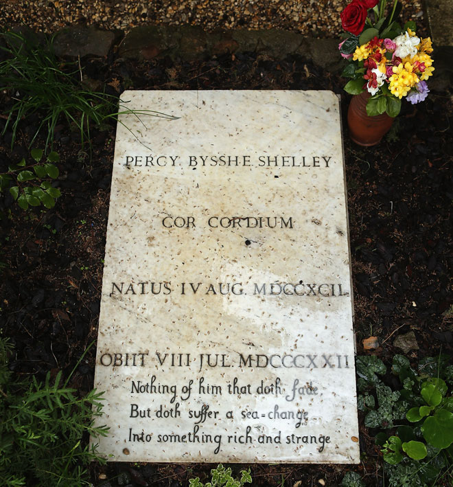 קברו של פרסי ביש שלי. הזדרז להספיק כמה שיותר, כאילו ידע שימות צעיר. הקליקו על התמונה (צילום: Gettyimages)
