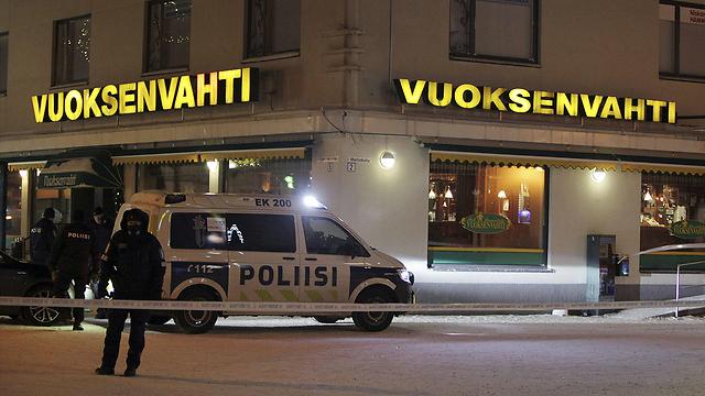 רצח מחוץ למסעדה. אימטרה, פינלנד (צילום: AFP)